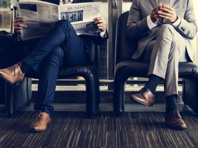 Зошто не треба да седите со прекрстени нозе?