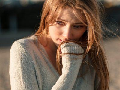 20 лоши навики кои покажуваат несигурност