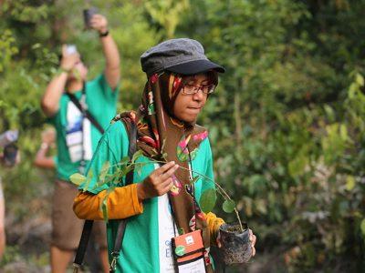 Средношколците на Филипините мораат да засадат по 10 дрва пред матурирање