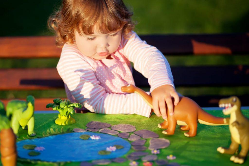 Ако вашето дете си игра со диносауруси, тогаш е попаметно од другите