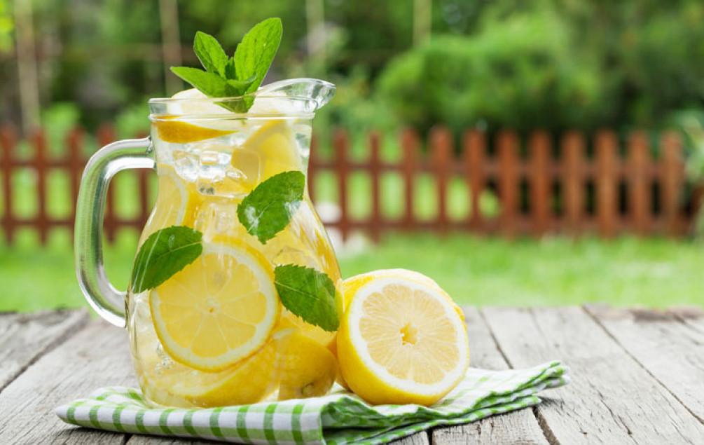 Алкална вода што ќе ви помогне да ја контролирате рН вредноста на вашиот организам