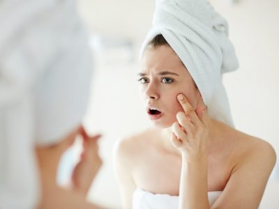 Мобилните телефони можат да предизвикаат акни и други проблеми со кожата на лицето