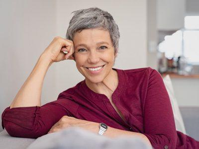 Најчестите митови и причини за побелување на косата