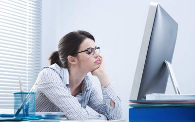 Што сè предизвикува неправилната положба на телото при користење компјутер?