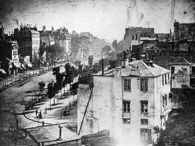 Улична фотографија од секоја година, од нејзиното настанување до денес