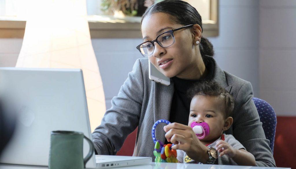 Зошто децата на мајките што работат стануваат посреќни возрасни?
