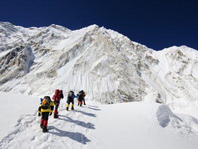 Зошто толку многу луѓе умираат на Монт Еверест?