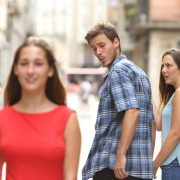 Зошто зафатените мажи гледаат по други жени?