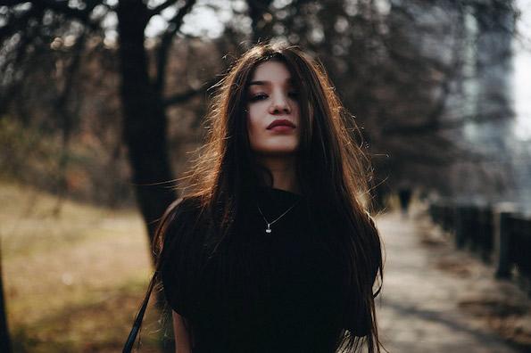 Не плаши се од моите зборови, туку од мојата тишина - мојата тишина е многу поопасна од моите зборови