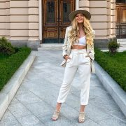 Бели широки панталони - совршено елегантни и совршено лежерни