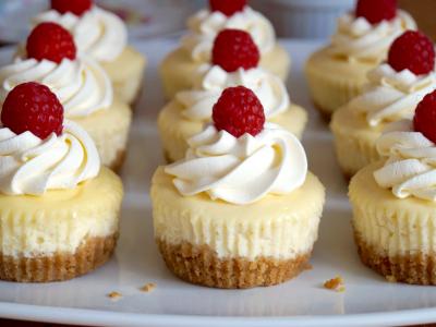 Фантастичен летен вкус: Овошен десерт со крем од ванила!