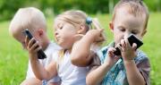 (1) Davanjeto pameten telefon na dete e isto kako da mu se dava droga