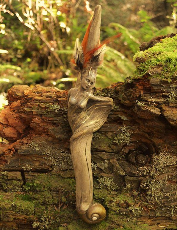 (1) artist-transformira-drva-vo-fantastichni-skulpturi-koi-izgledaat-kako-duhovi-na-prirodata