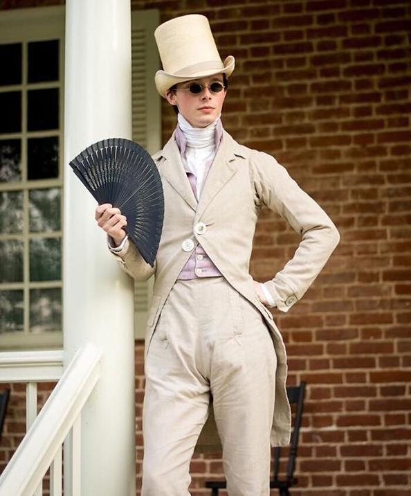 3) se-otkazhal-od-modernata-obleka-i-denes-nosi-samo-istoriska