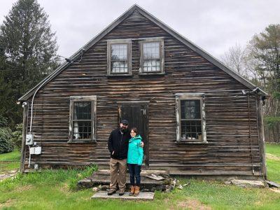 Купиле хорор куќа во која се снимал еден од најпознатите хорор филмови и се плашат поради чудните работи што се случуваат