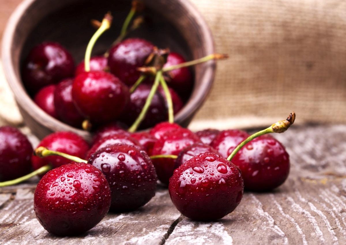 Дали и вие ја правите оваа грешка кога јадете црешни?