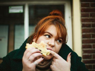 Како да го запрете емоционалното јадење преку промена на светот?