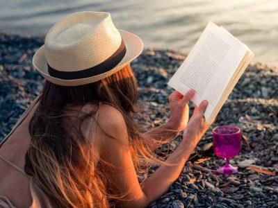 Забавни книги кои треба да ги прочитате ова лето
