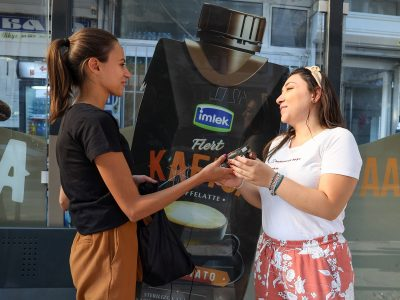 """Бимилк ги расони ранобудните граѓани со """"Флерт Кафица"""" за убав почеток на работниот ден"""