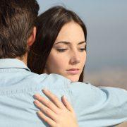 10 знаци дека не сте заљубени, туку емоционално зависни