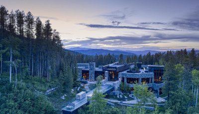 Дали би сакале да престојувате во замок од 78 милиони долари со приватно езеро?