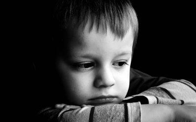 10 знаци на депресија кај вашето дете кои не треба да ги игнорирате