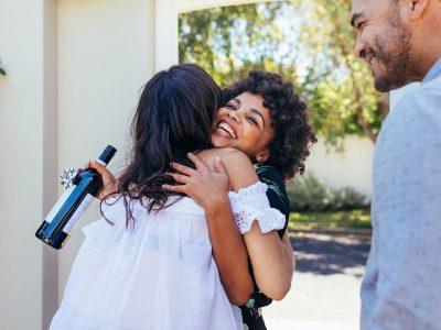 Како да ги зацврстите односите со луѓето околу вас за само една минута?
