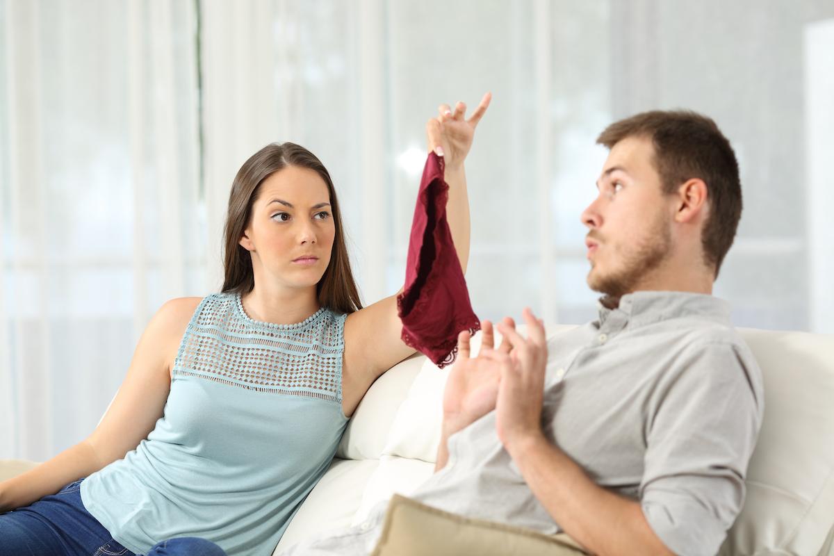 Брачна терапевтка тврди дека изневерувањето може да го подобри квалитетот на врската