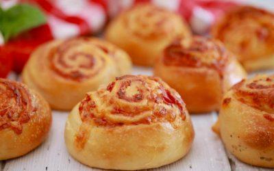 Меки пица ролнички од лиснато тесто: Брзо се прават и исчезнуваат од чинијата за секунда