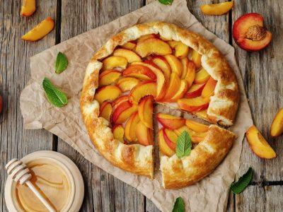 Пита со праски и цимет – рајско слатко задоволство
