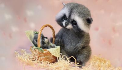 Уметница создава волнени играчки кои изгледаат како вистински животни