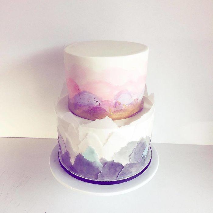 """(4)Талентираната слаткарка Дарси работи во слаткарницата """"Кејк"""" во Канада, која е популарна помеѓу локалните жители по своите уникатни креации на свадбени торти."""
