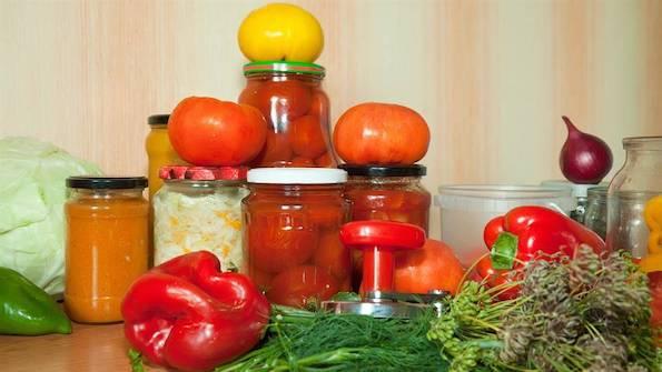 Зошто и без конзерванси храната во тегла останува долго свежа?
