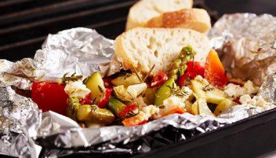 Користите алуминиумска фолија кога печете храна? После ова ќе престанете