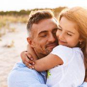Татковците имаат поголемо влијание во развојот на детето од мајките во овие пет работи