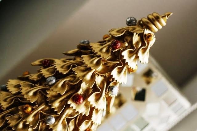 Како да направите новогодишна елка од тестенини?