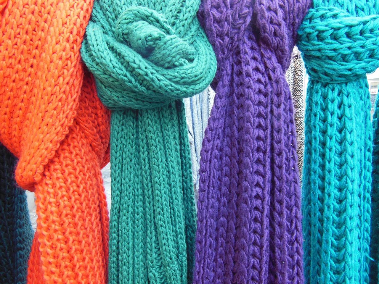 Разнобојни шалови