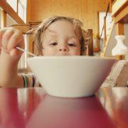 Дали цртаните филмови ја поттикнуваат дебелината кај децата?
