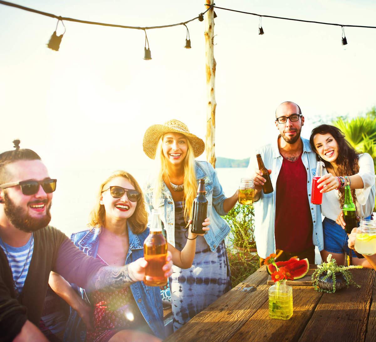Дали треба да се дружите со колегите од работа?