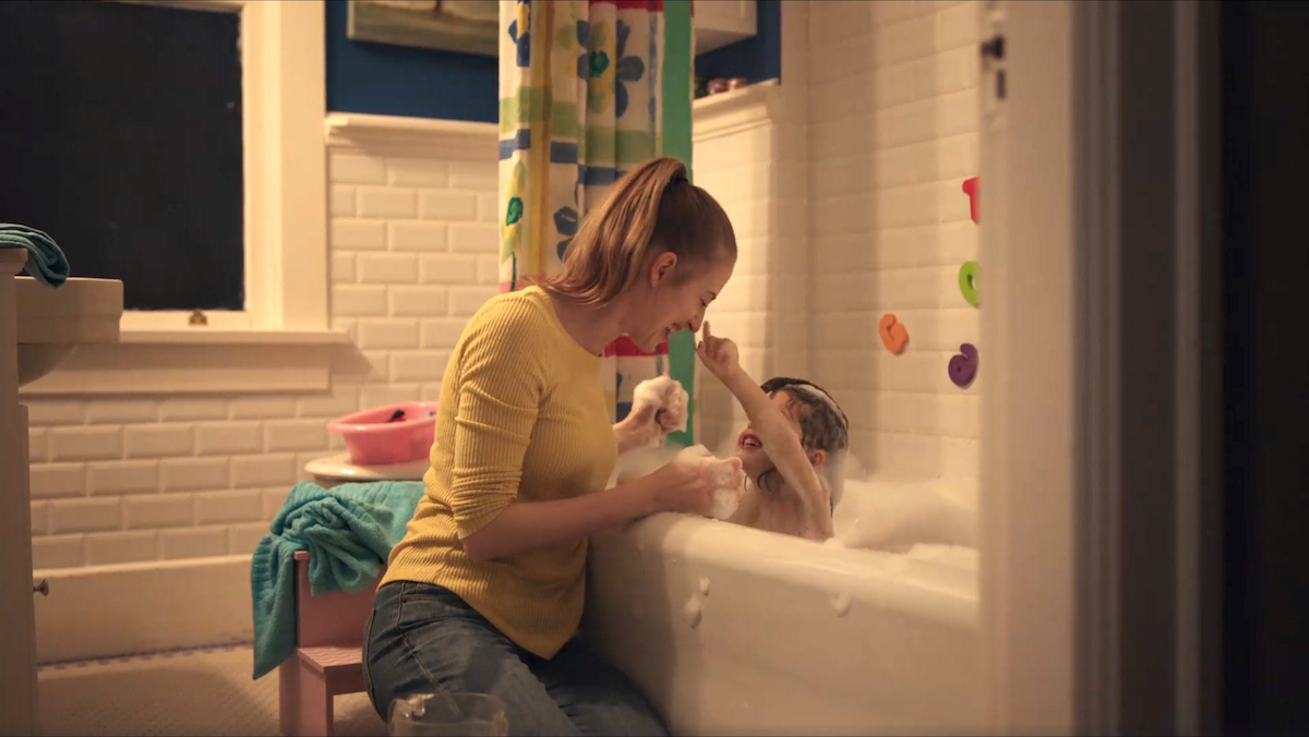 Реклама која ќе допре до срцето на сите мајки, едноставно мора да ја погледнете!