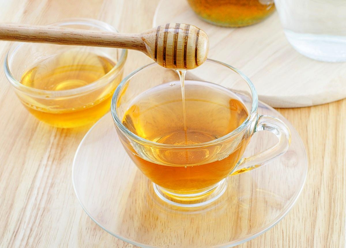 Сите зборуваат за вода со лимон, но што ќе се случи ако почнете да пиете вода со мед?