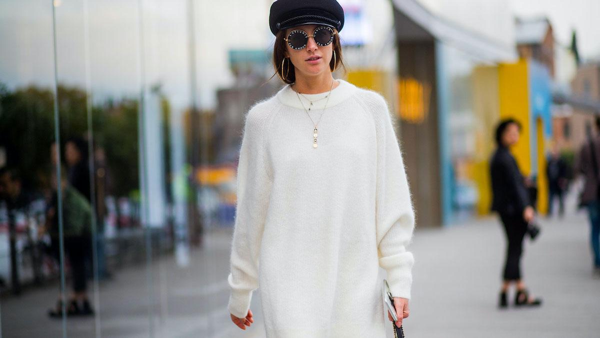 Топли, модерни и удобни: Погледнете како се носат плетените фустани оваа есен