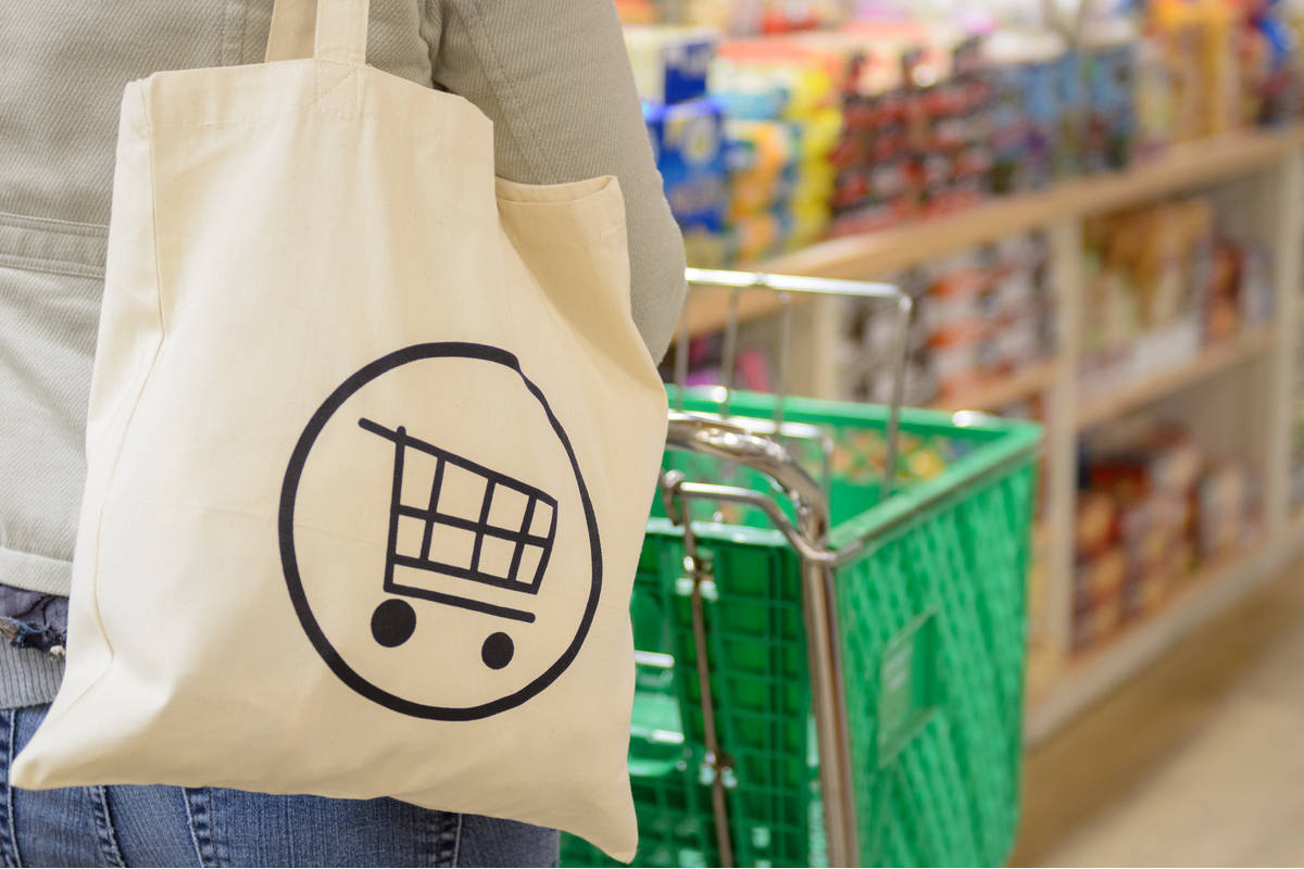 Зошто платнените торби не се добра замена за пластичните кеси?