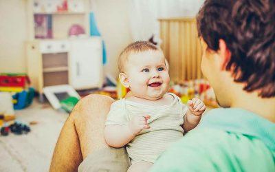 Звучи лудо но не е: Зборувајте им на вашите бебиња и на странски јазик
