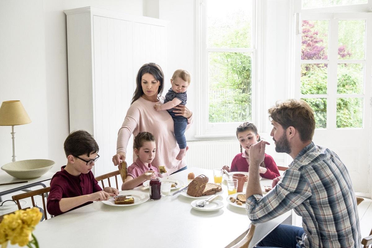 Еден научник од Оксфорд тврди дека одењето на работа или на училиште пред 10 часот има ефект сличен на мачење
