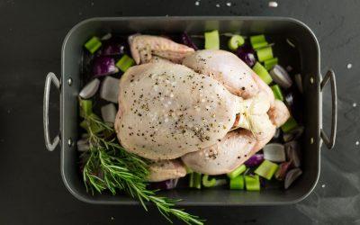 Најголемата грешка при подготовката на пилешко: Ако го правите ова, месото ќе биде преполно со бактерии