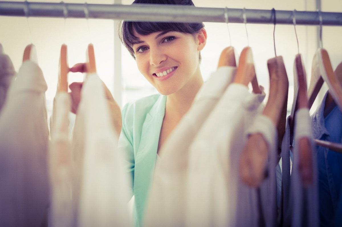 Облека и обувки кои треба да ги исфрлите од вашиот орман по триесеттата година
