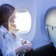 Зошто најголемиот број од седиштата во авионите се сини?