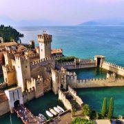 Оваа трвдина е изградена на езеро и е една од најзачуваните во Италија