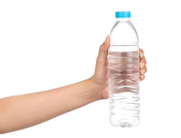 Десет помалку познати начини на кои може да ги употребите шишињата топла вода